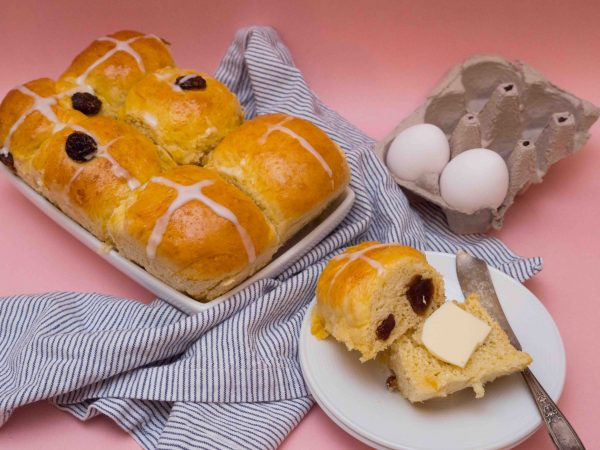 raisin hot cross buns
