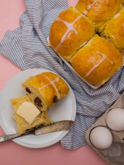 raisin hot cross buns